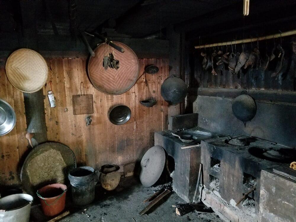 basha miao house inside